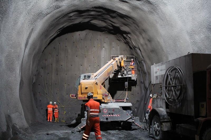 tunnel-2316267_1280-2